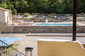 pétanque, ping pong, barbecue et piscine; les vacances en Ardèche!